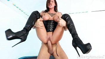 Секс сногсшибательной шлюхи с мускулистым соседом с несколькими кремпаями и камшотом в рот