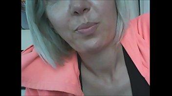 Бородатый факер от трахал хрупкую шлюху-уборщицу в рот и в её мокрую щёлку
