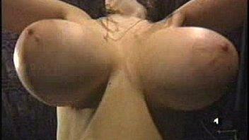 Четыре темных хуя натягивают в межрассовом порева белую телочку
