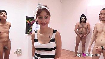 Опоздавшей актрисе пришлось поделиться фаллосом с молодой коллегой