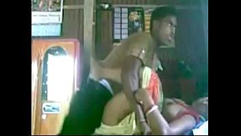 Парень дрючит хуй в вульву девчушки в короткой юбченке и разыгрывает на секс её телочку